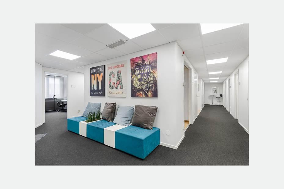 Quality Office entré med loungegrupp