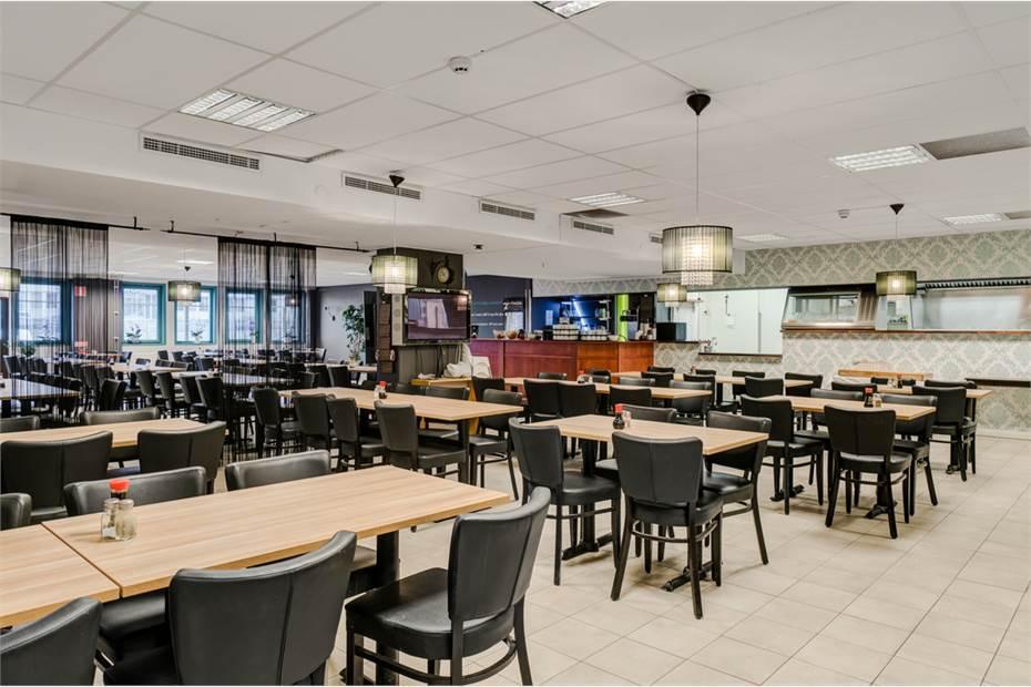 Områdets populäraste restaurang på entréplanet