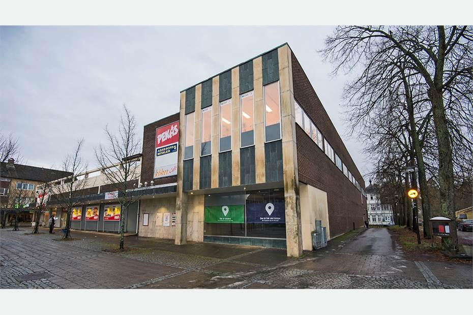 Butik om 186 kvm med skyltfönster mot Stortorget i Säffle