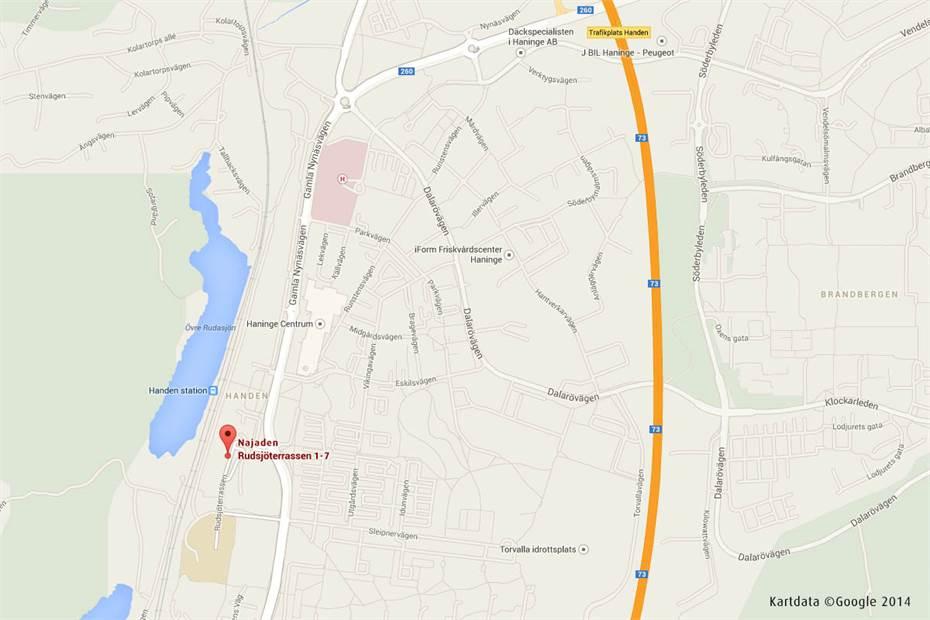Najaden, strategiskt placerad intill Handen station, Handenterminalen och Haninge Centrum