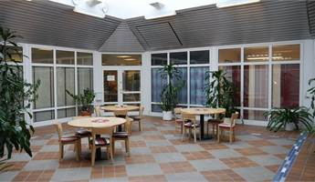 Trevlig gemensam atriumgård