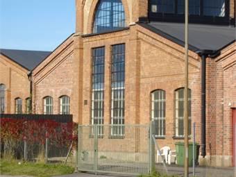 Fasad mot Gredbyvägen.