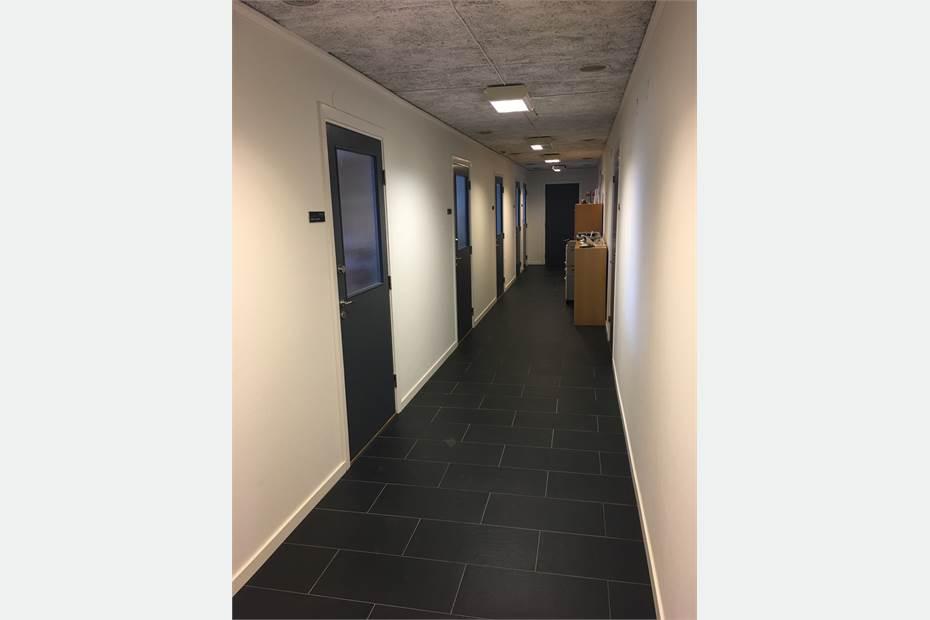 Korridor ner till de olika kontoren