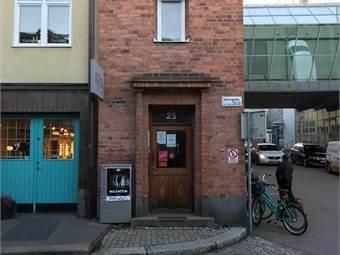 Entré från Slottsgatan 25