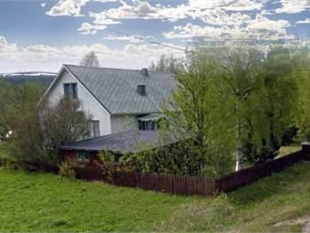 Huset och garaget sett från sydost