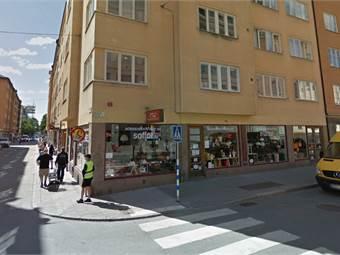 Lokalen har skyltfönster mot både Åsögatan och Östgötagatan