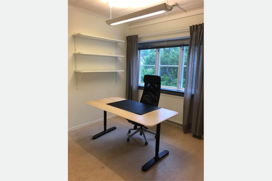 Kontoret kan hyras ut möblerat mot tillägg