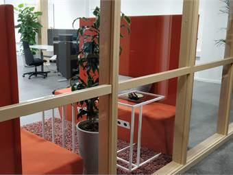 Videum Creative Arena ligger som första lokal i kontorskorridoren på plan ett bakom receptionen i Videum Science Park.