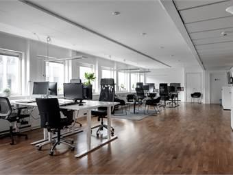 Stort kontorsrum för 12 personer