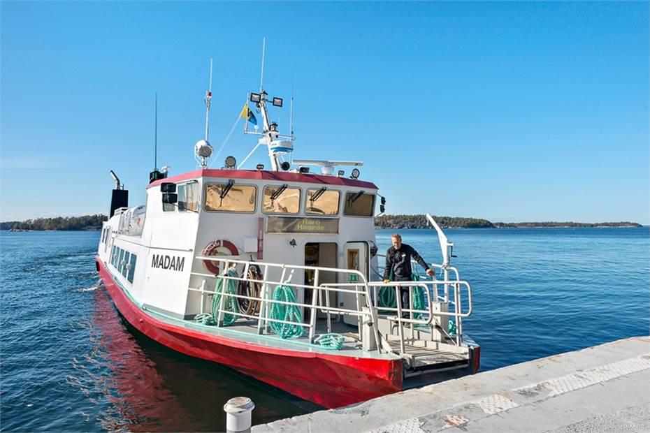 Båten till och från Runmarö