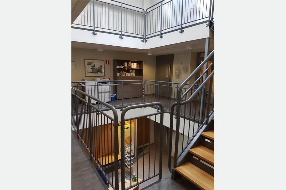 Mittskepp med trapp och hiss