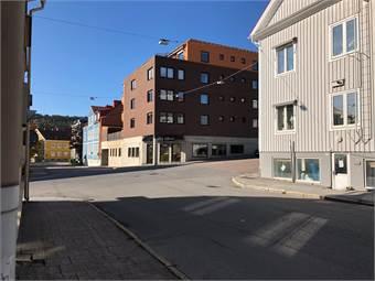 Bra skyltläge och fina ljusinsläpp centralt i korsningen Nytorgsgatan/Lasarettsgatan