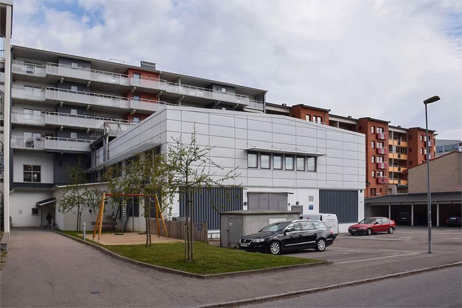 Vy från Tellusgatan. Kontor på andra våningen och lager i markplan