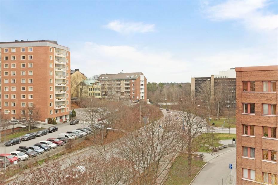 Utsikt mot Sundbybergsvägen ifrån lokalen.