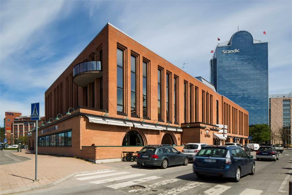 Fasaden, kontoret är beläget på mot E4:an