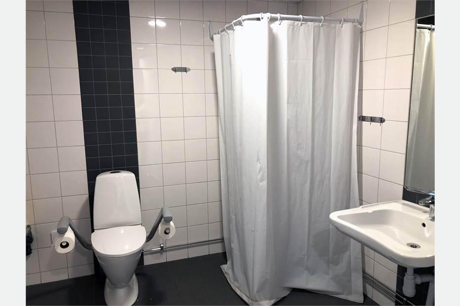Handikappanpassat badrum med dusch