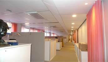 Hyr arbetsplatser i öppet kontorslandskap