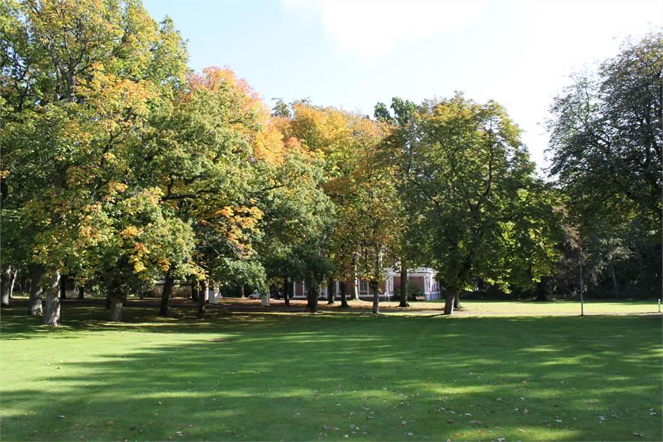 Valhall Park har en vacker och grönskande miljö