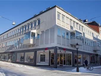Fastigheten - vy från Västra Storgatan