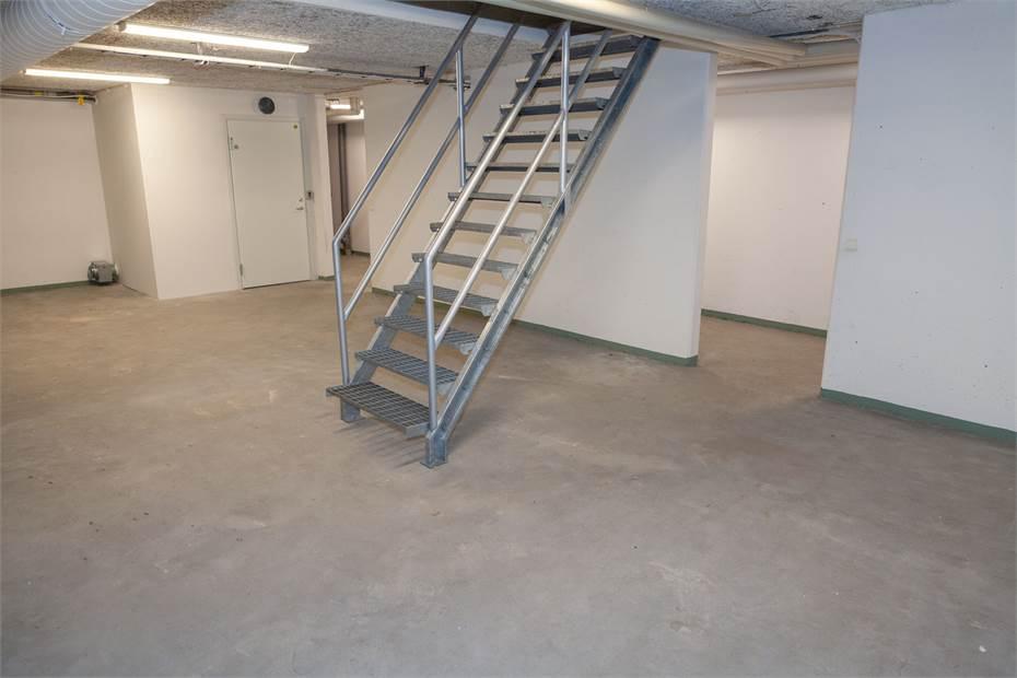 Det vänstra lagerrummet med avstängd trappa