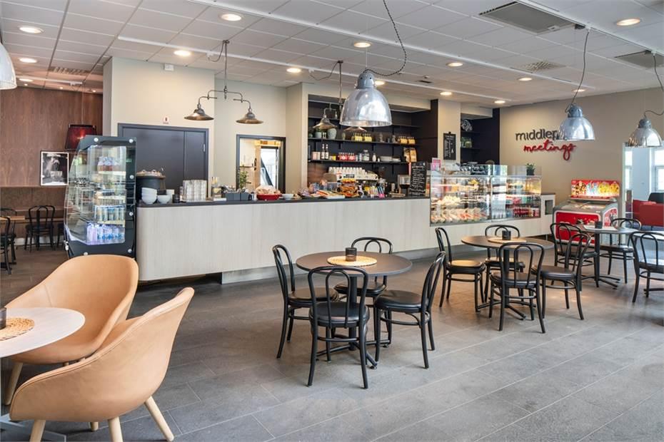 Middlepoint café i Kista Front - populärt för lättare luncher, fika och en spontan mötesplats.