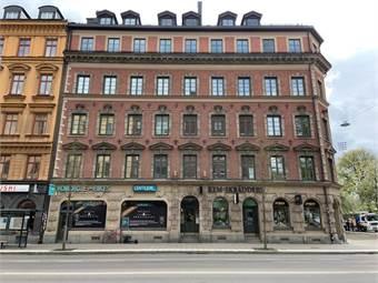 Fastigheten från Hornsgatan 79 med entrén